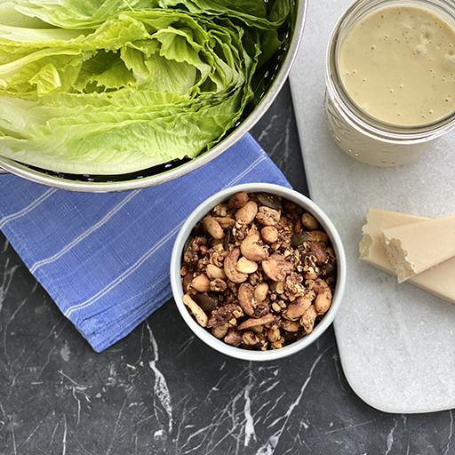 Caesar Salad mit Granola | Rezept für Savory Granola von Hive